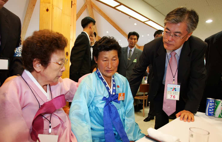 South Korea's current president, Moon Jae-In, with his mother born in Hungnam, North Korea (where the fertiliser plant is located) right on the left, and his aunt that still lives in the north on the centre. It was one of the reunions they have made of relatives separated by the war. Photo taken before he was president.