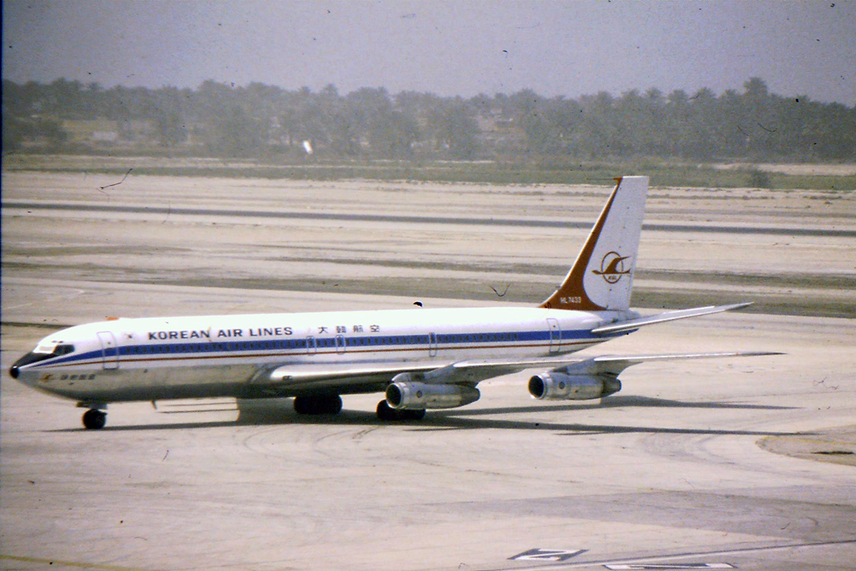 Korean Air Boeing 707.